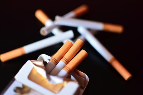 Trường đại học của Nhật Bản không tuyển giảng viên hút thuốc lá