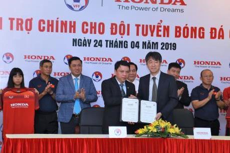 Honda Việt Nam là nhà tài trợ chính cho các đội tuyển bóng đá quốc gia