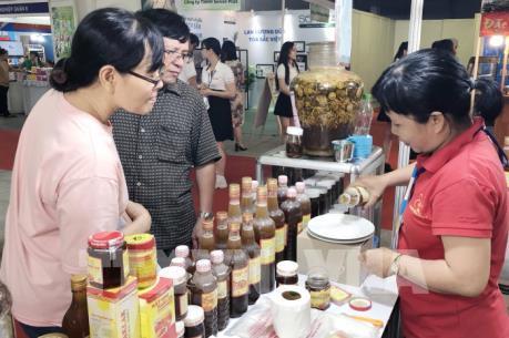 Trao niềm tin cho hàng Việt