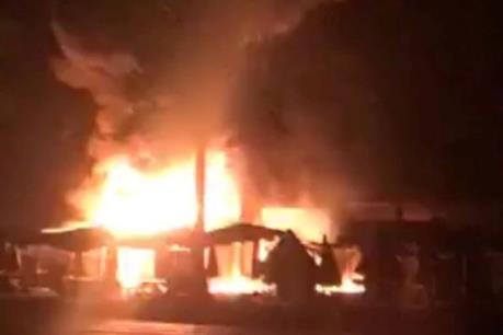 Cháy chợ trong đêm, gần chục ki ốt bị thiêu rụi