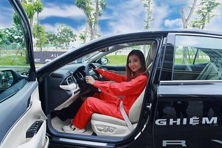Chi tiết Toyota Camry 2019 vừa ra mắt giá rẻ hơn 100 triệu đồng