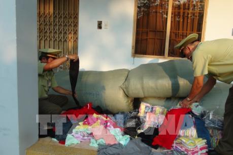 Bình Phước thu giữ hàng nghìn sản phẩm quần áo không có nhãn mác