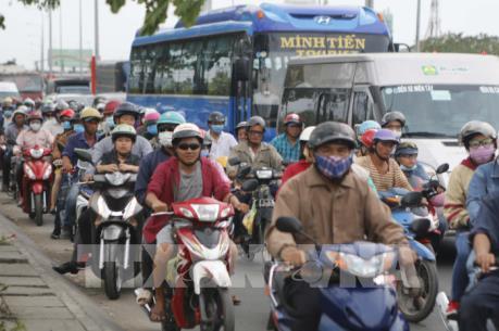 Giao thông khu vực cửa ngõ Tp. Hồ Chí Minh ùn tắc ngày đầu nghỉ lễ