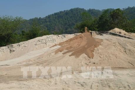 Phát hiện thêm hai bãi tạm trữ cát không phép