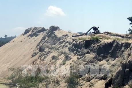 Không đăng ký, đăng kiểm vẫn công khai khai thác cát trên sông Krông Nô