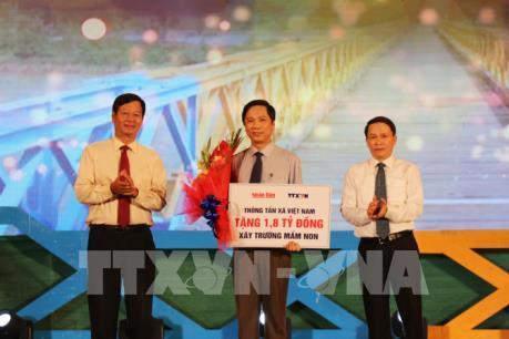 """Chương trình nghệ thuật """"Khát vọng thống nhất"""" bên bờ Hiền Lương-Bến Hải"""