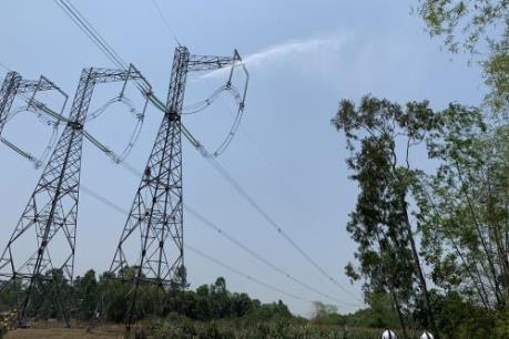 Sử dụng thiết bị bay không người lái kiểm tra đường dây 220kV, 500kV