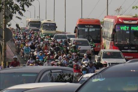 Kết thúc kỳ nghỉ lễ dài, các cửa ngõ Tp. Hồ Chí Minh ùn tắc nghiêm trọng