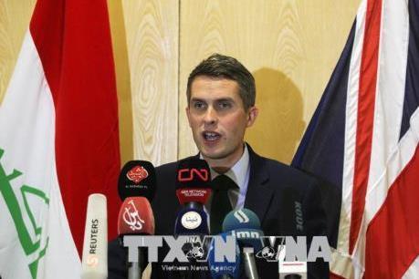 Bộ trưởng Quốc phòng Anh bị cách chức do liên quan đến Huawei