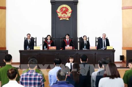 Mở lại phiên tòa xét xử sơ thẩm vụ thao túng giá chứng khoán đầu tiên ở Hà Nội