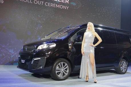 Thaco xuất xưởng bộ đôi xe đa dụng Peugeot Traveller