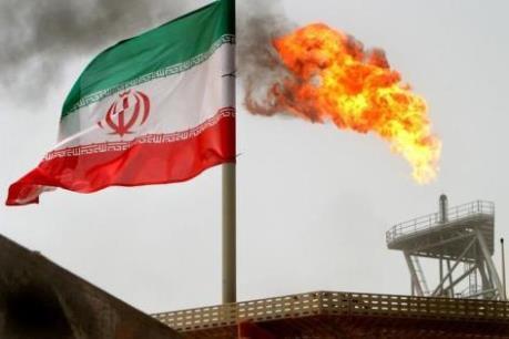 """Iran bán dầu trên """"thị trường xám"""""""