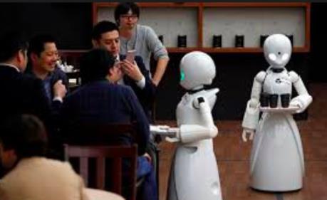 Nhà hàng đầu tiên tại Italy sử dụng robot phục vụ bàn