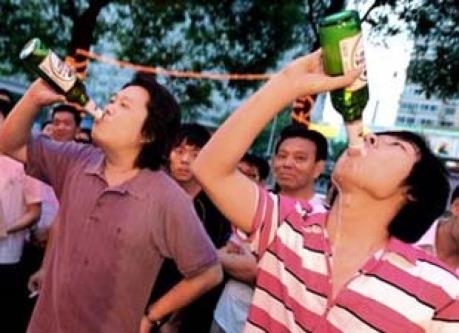 Tiêu thụ rượu bia của Trung Quốc tăng 70%