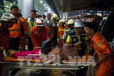 Chệch khỏi đường băng, máy bay Bangladesh nứt vỡ khi hạ cánh