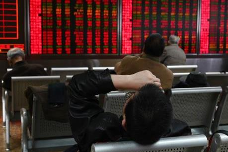 Căng thăng thương mại leo thang khiến chứng khoán toàn cầu chìm trong sắc đỏ