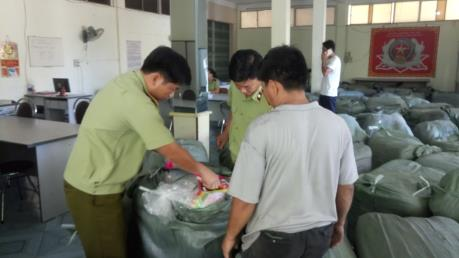 Thu giữ gần 10 tấn quần áo đã qua sử dụng không rõ nguồn gốc