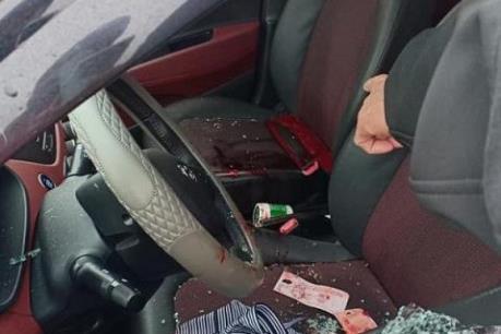 Hà Nội: Điều tra làm rõ vụ nữ tài xế taxi bị đâm trọng thương