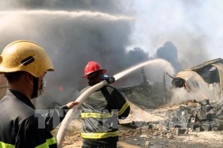 Cháy lớn tại Công ty Xuất nhập khẩu Phú Lâm