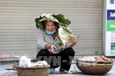 Hà Nội: Nắng nóng gay gắt ảnh hưởng lớn đến cuộc sống của người dân