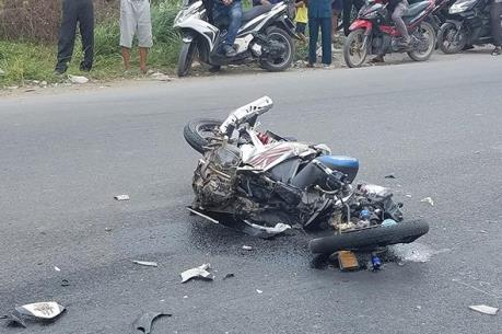 Xe máy đâm xe máy kéo khiến 2 người tử vong