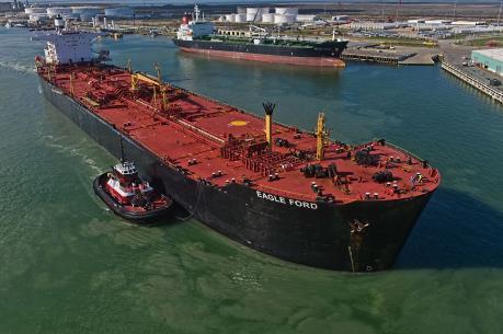 Bloomberg: Lượng dầu Mỹ nhập khẩu từ Nga sẽ tăng gấp 3 lần