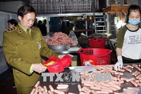 Hà Nội xử phạt gần 900 cơ sở vi phạm an toàn vệ sinh thực phẩm   