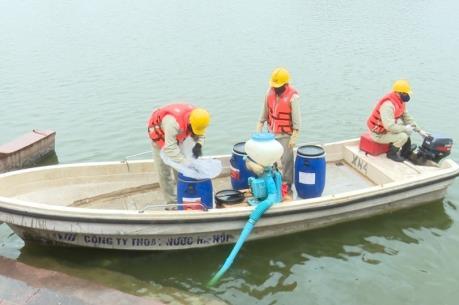 Làm sạch nước tại hồ Ba Mẫu bằng chế phẩm của Đức