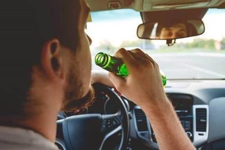 Anh là một trong những quốc gia đầu tiên có luật cấm lái xe sử dụng bia rượu