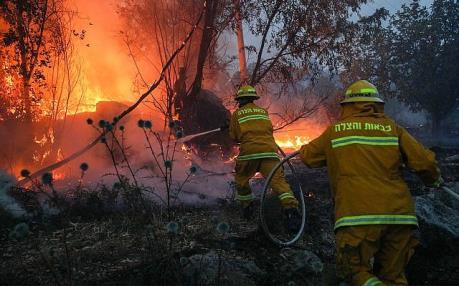 Israel kêu gọi quốc tế trợ giúp dập tắt hàng chục đám cháy lớn