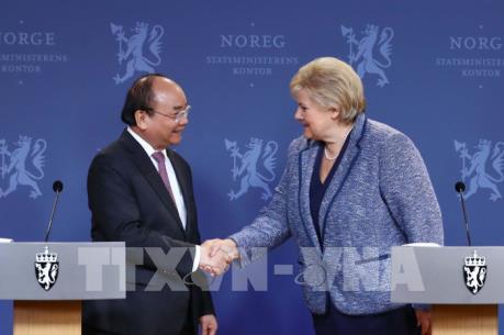 Thủ tướng Nguyễn Xuân Phúc và Thủ tướng Na Uy Erna Solberg chủ trì họp báo