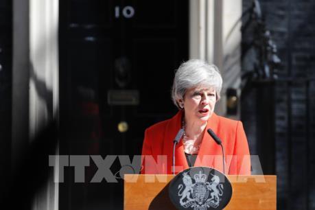 Nội bộ Anh phản ứng ra sao sau thông báo từ chức của Thủ tướng May?