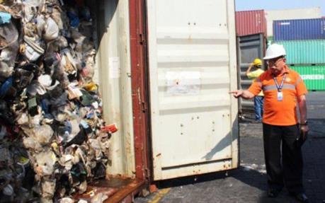 Philippines thu giữ ít nhất 7 container rác tại cảng phía Nam