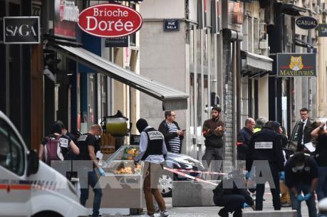 Pháp truy tìm nghi phạm vụ nổ bom ở Lyon làm 13 người bị thương