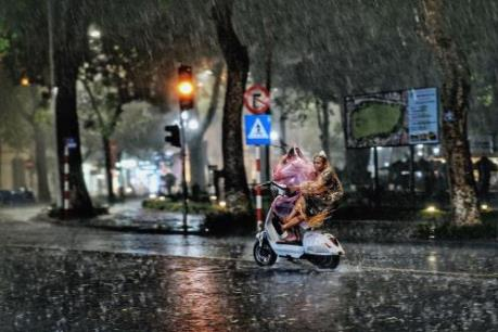 Dự báo thời tiết ngày mai 8/9: Hà Nội ngày có mưa rào và dông, trời mát