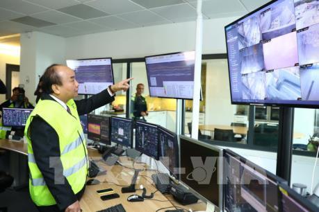 Thủ tướng Nguyễn Xuân Phúc tham quan một số mô hình công nghệ cao tại Thụy Điển