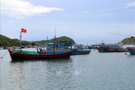Cảng vừa nạo vét nhưng tàu thuyền vẫn mắc cạn