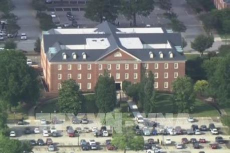 Xả súng đẫm máu vào một tòa nhà chính phủ Mỹ, 17 người thương vong