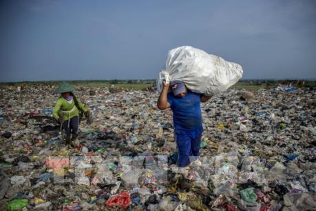 Tỷ phú Australia chi 300 triệu USD cho sáng kiến giảm thiểu rác thải nhựa