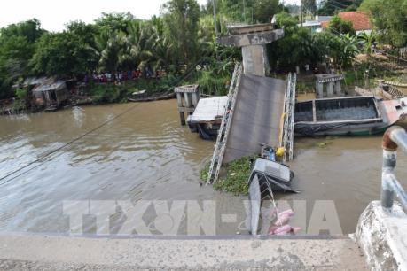 Vụ sập cầu ở Đồng Tháp: Bộ trưởng Bộ GTVT ký công điện khẩn khắc phục sự cố