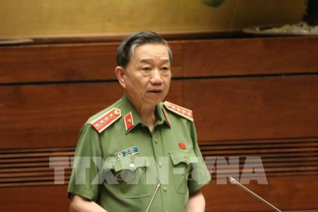 Bộ trưởng Bộ Công an đăng đàn đầu tiên trả lời chất vấn trước Quốc hội