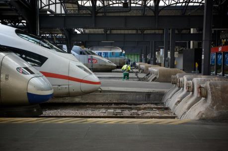 Pháp: Tàu cao tốc mất điện, hành khách hoảng loạn vì mắc kẹt