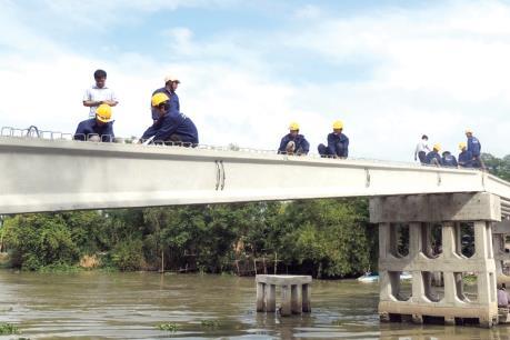 Tổng cục Đường bộ: Nâng tĩnh không thông thuyền cầu Phú Đà Châu lên 0,9 m là hợp lý