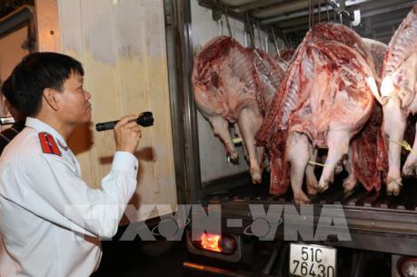 Thành phố Hồ Chí Minh giám sát chặt nguồn thịt lợn vận chuyển vào thành phố