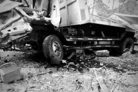 Xe tải chở người đi ăn hỏi bị tai nạn, hàng chục người thiệt mạng