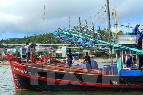 Ngư dân chưa mặn mà với việc lắp thiết bị giám sát hành trình tàu cá