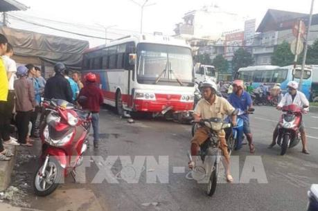 Xe chở công nhân gây tai nạn liên hoàn làm ùn tắc quốc lộ 51