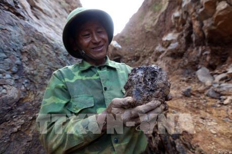 """Nhức nhối khai thác vàng """"chui"""" trên núi Bò Tót"""