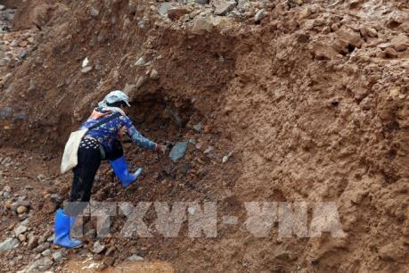 """Khai thác vàng """"chui"""" trên núi Bò Tót, Điện Biên: Hệ lụy khôn lường"""