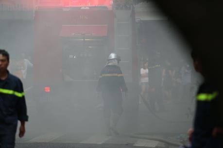Giải cứu 25 du khách mắc kẹt trong đám cháy tại Khách sạn A25